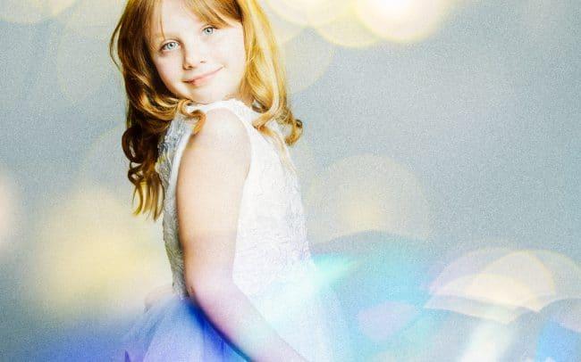 Mädchen Portrait vor weissem Hintergrund Kommunion Firmung Konfirmation